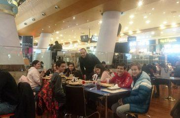 Clasa a 7 a savureaza o dupa masa in Baneasa Shopping City dsbu