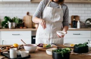 Cook Preparing Salad - dsbu